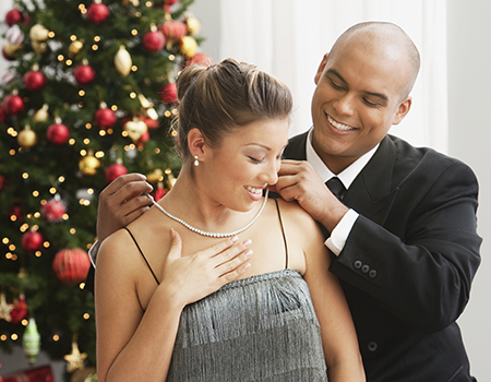 3 Jewelry Safety Tips to Keep Criminals Away During the Holidays