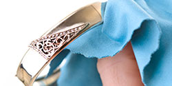 Wipe down with a dry jewelry cleaning cloth.